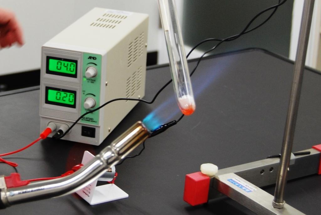 食塩(固体)の電気伝導性